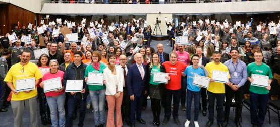 Mais de 700 alunos da rede pública participam de aulão preparatório do ENEM na Assembleia